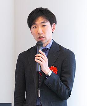 石井健介氏