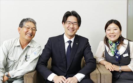 取材にご対応いただいた右から今さん、西田社長、西田さん